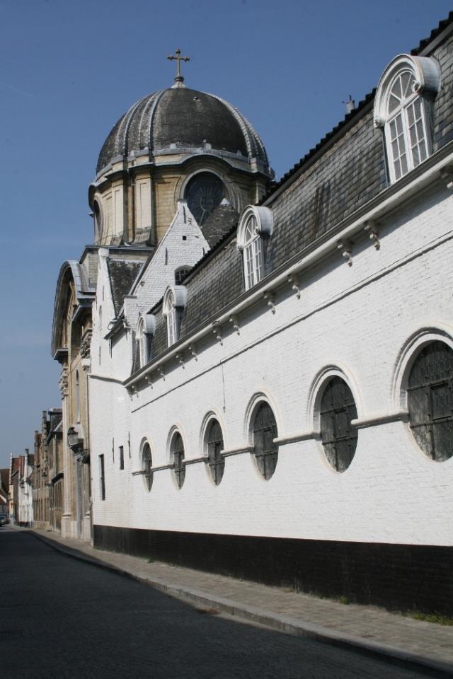 Le monastère vu de la Carmersstraat, les fenêtres des parloirs