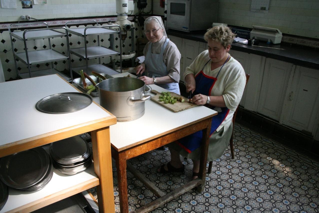 Préparation des repas: Mieke et Sr Ann Emmanuel