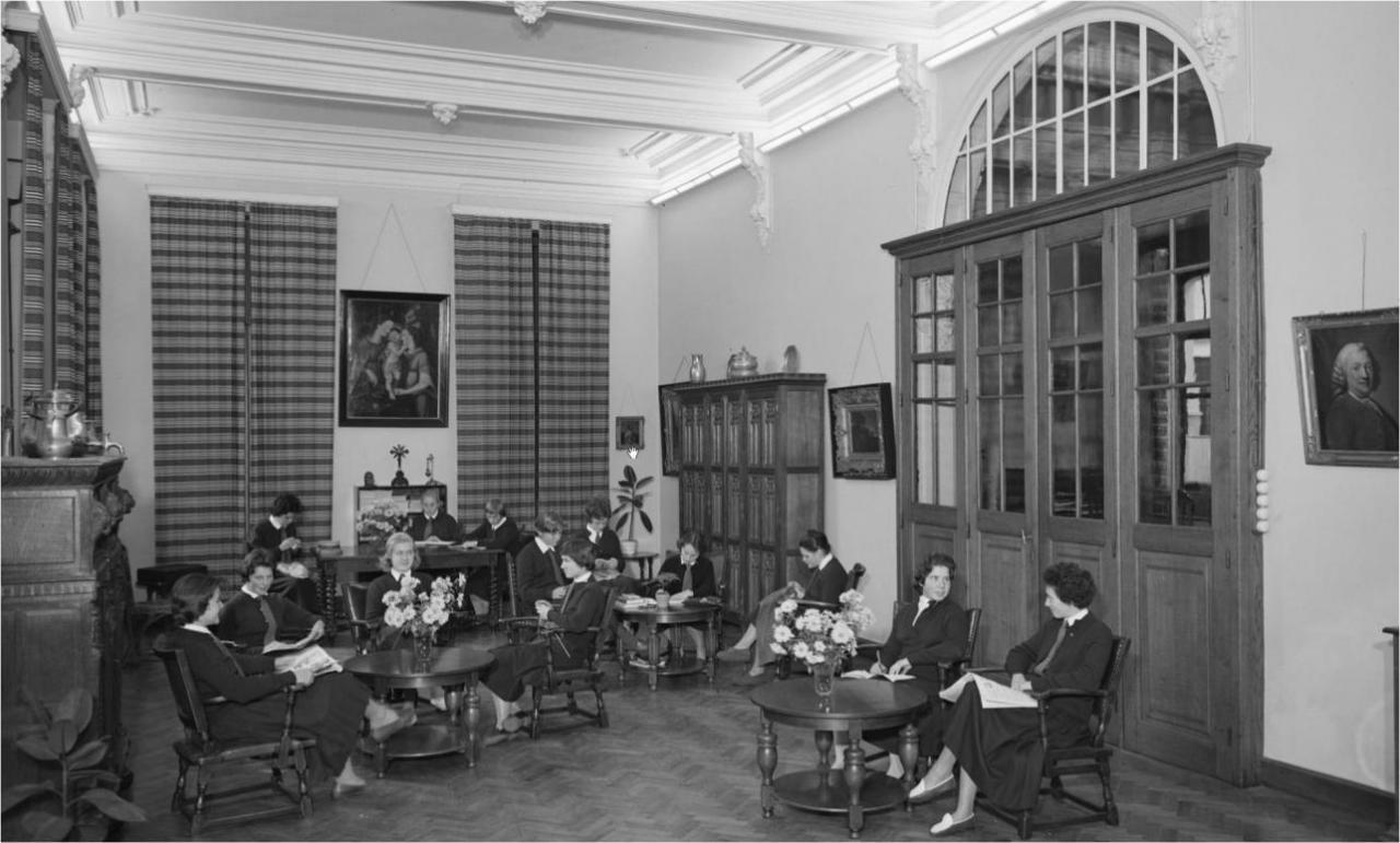 Intérieur du Library, quelques élèves en détente