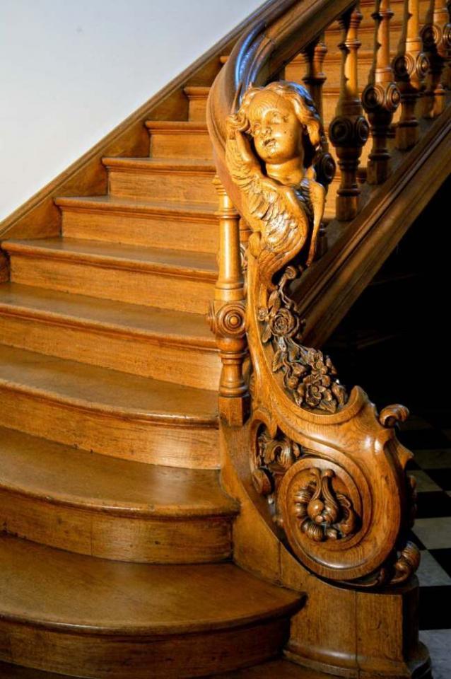 L'escalier de l'ancien School montant au premier étage