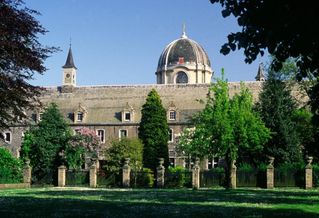 Le monastère vu du jardin