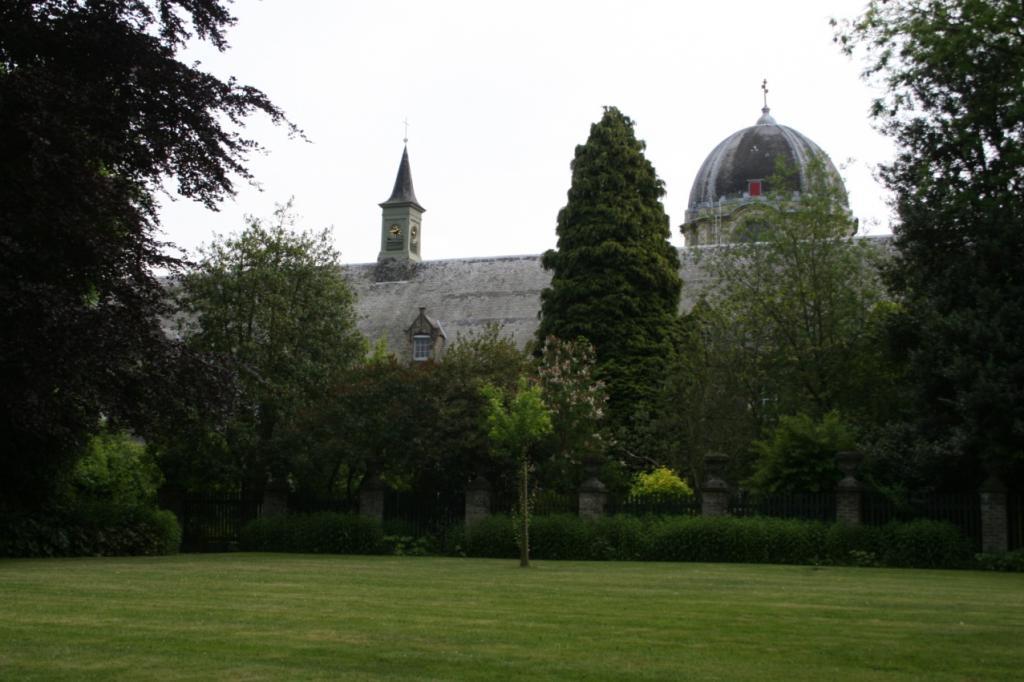 La coupole de l'église et une partie du monastère